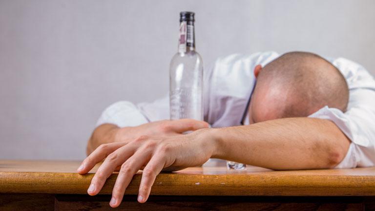 Las bromas sobre los alcohólicos y sus mujeres